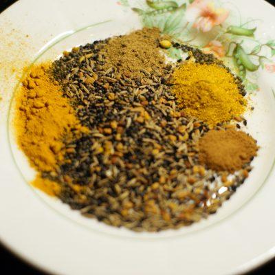 Фото рецепта - Куриное филе-карри на сковороде - шаг 6