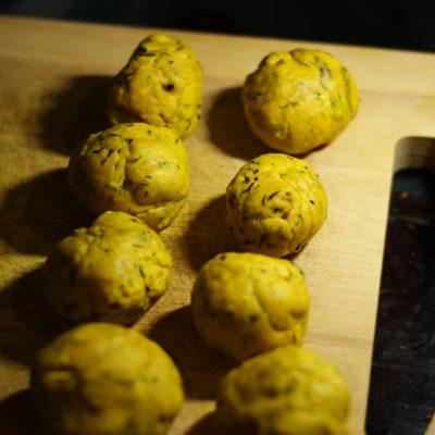 Фото рецепта - Индийские лепешки с чесноком - шаг 6