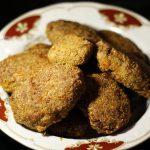 Фото рецепта - Ароматные свиные котлеты в сухарях - шаг 7