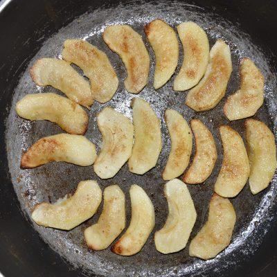 Фото рецепта - Жареные яблоки с корицей - шаг 4