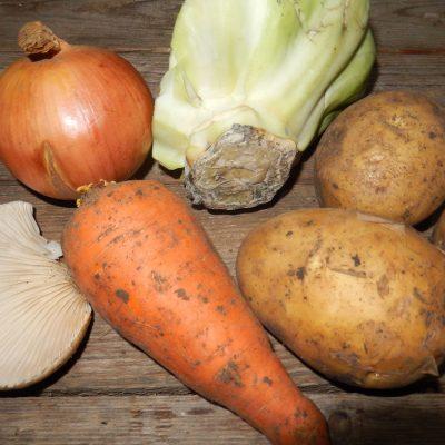 Фото рецепта - Вегетарианские щи с грибами - шаг 1