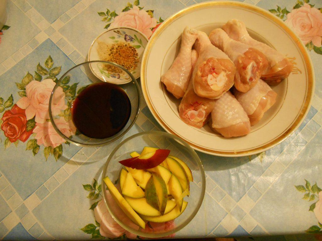 Фото рецепта - Куриные голени в соевом соусе с манго, запечённые в рукаве - шаг 1
