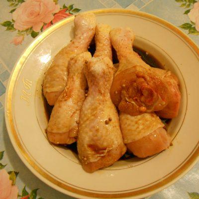 Фото рецепта - Куриные голени в соевом соусе с манго, запечённые в рукаве - шаг 3