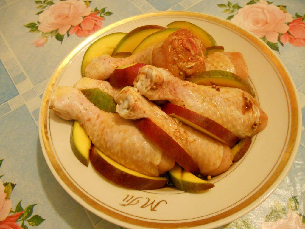 Фото рецепта - Куриные голени в соевом соусе с манго, запечённые в рукаве - шаг 4