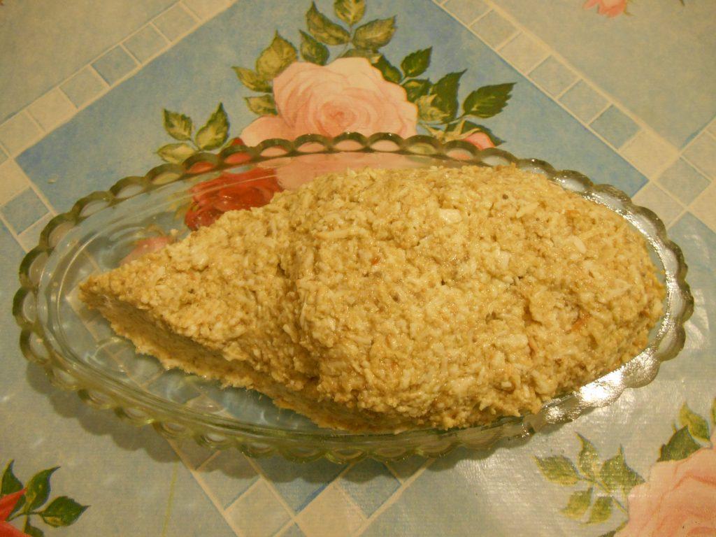 """Фото рецепта - Грибной салат """"Сытый ёжик"""" с сыром и яйцами - шаг 5"""