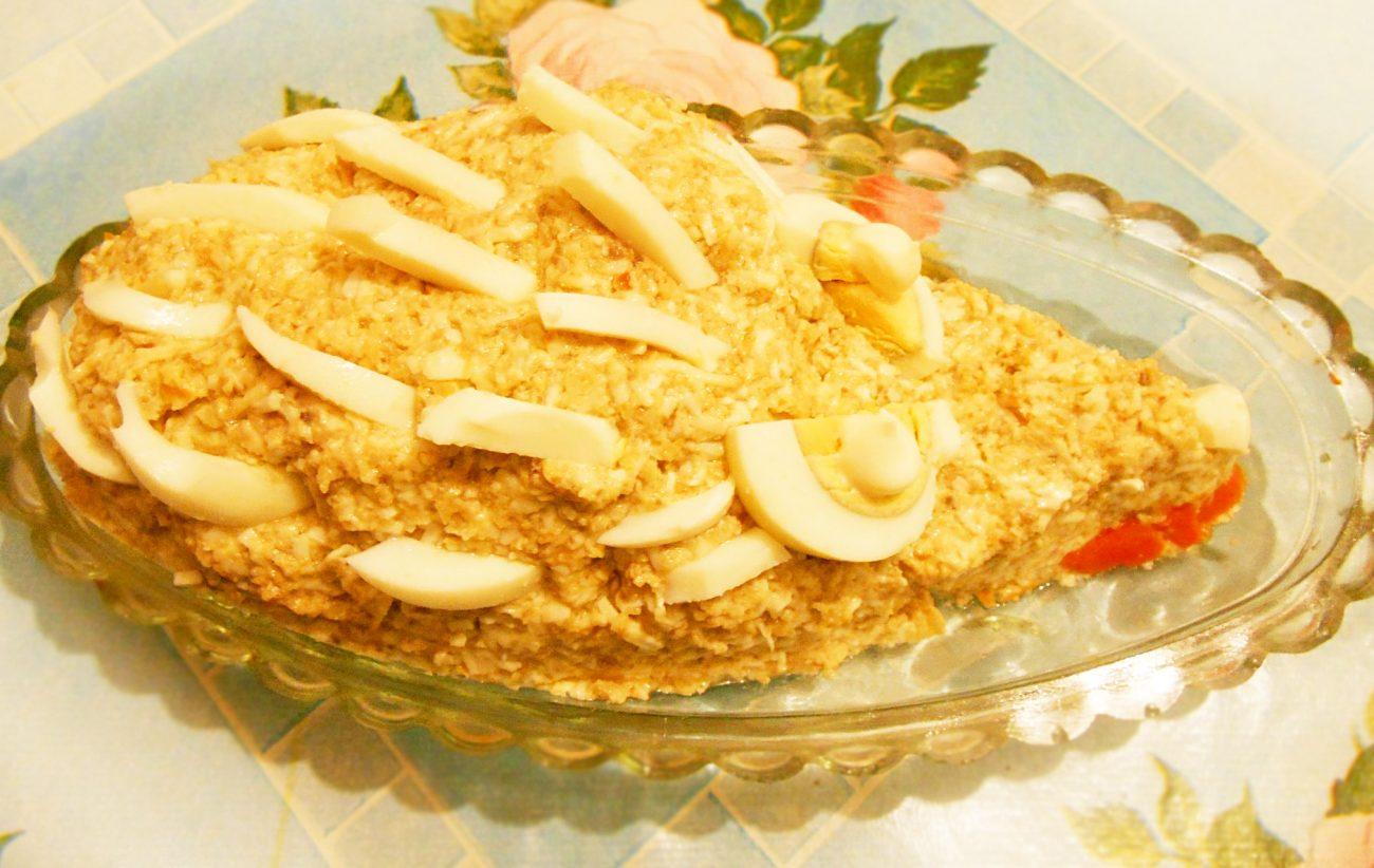 """Грибной салат """"Сытый ёжик"""" с сыром и яйцами"""