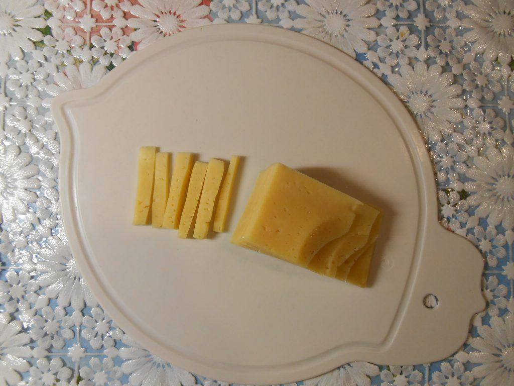 """Фото рецепта - Огуречный салат """"Весенняя нежность"""" с яблоком и сыром - шаг 2"""