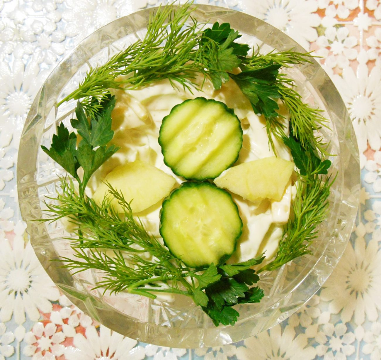 """Огуречный салат """"Весенняя нежность"""" с яблоком и сыром"""