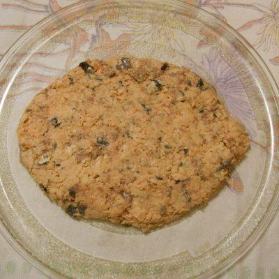 Фото рецепта - Слоёный салат с горбушей, рисом и яйцами - шаг 5