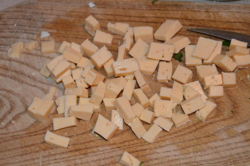 Фото рецепта - Теплый салат из капусты и говядины под соевым соусом - шаг 6