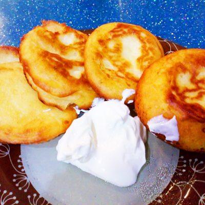 Секреты готовки пышных оладий на кефире - рецепт с фото