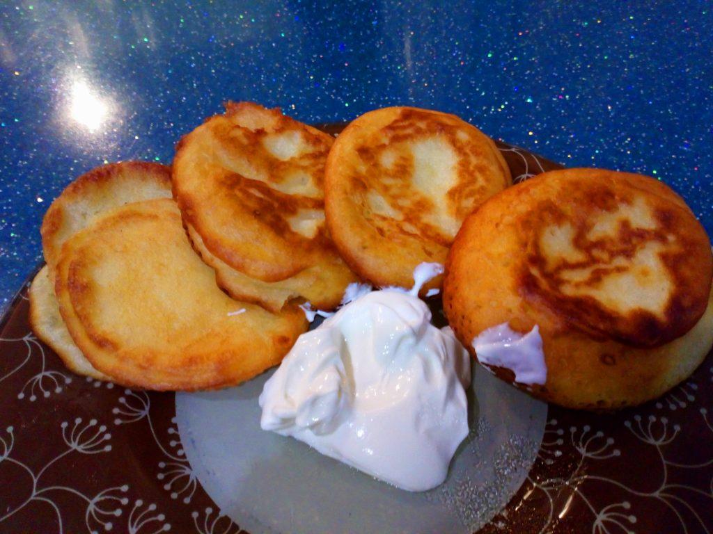 Фото рецепта - Секреты готовки пышных оладий на кефире - шаг 5