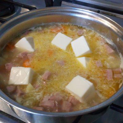 Фото рецепта - Вкусный сырный суп-пюре с ветчиной - шаг 4