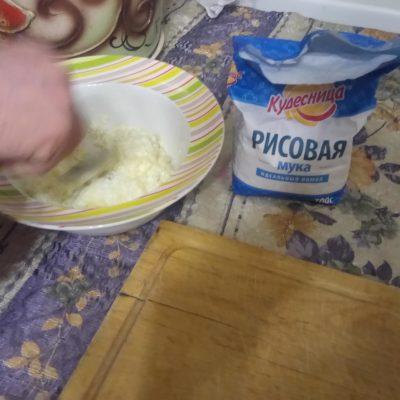 Фото рецепта - Пышные, воздушные сырники со сметаной - шаг 3