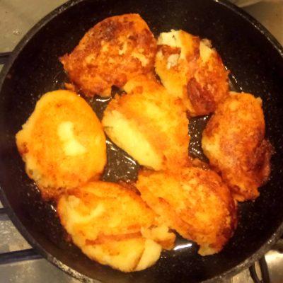Фото рецепта - Пышные, воздушные сырники со сметаной - шаг 7