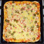 Пицца для бюджетников с крабовыми палочками и грибами