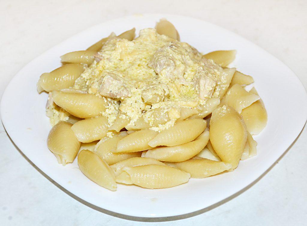 Фото рецепта - Макароны с соусом карбонара и куриной грудкой - шаг 7