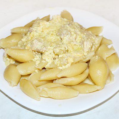 Макароны с соусом карбонара и куриной грудкой - рецепт с фото