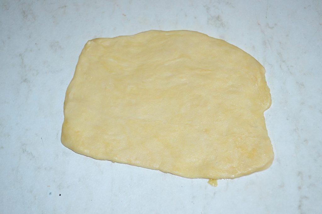Фото рецепта - Яблочный штрудель. Вытяжное тесто - шаг 6