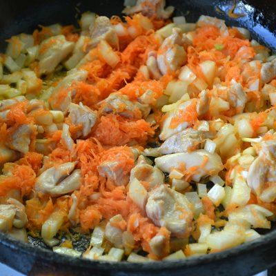 Фото рецепта - Японский плов с курицей и соусом Тирияки - шаг 4