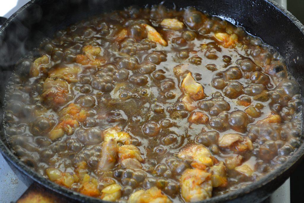 Фото рецепта - Японский плов с курицей и соусом Тирияки - шаг 7