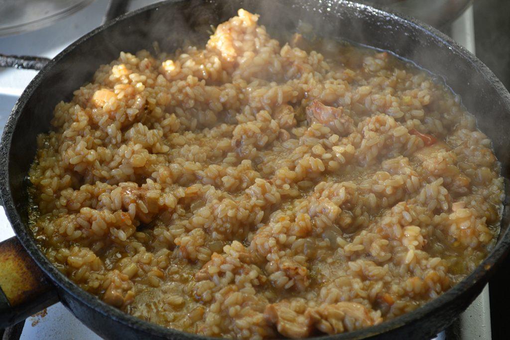 Фото рецепта - Японский плов с курицей и соусом Тирияки - шаг 10
