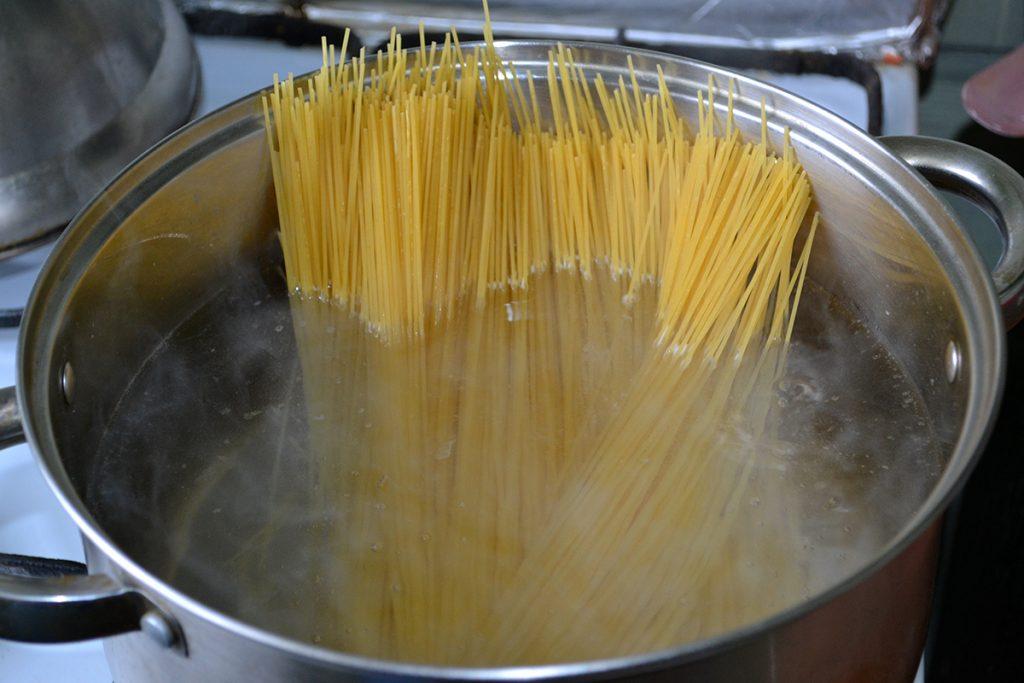 Фото рецепта - Спагеттини с соусом Песто - шаг 3
