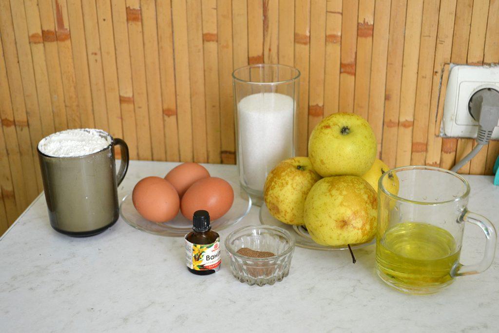 Фото рецепта - Заливная шарлотка с яблоками - шаг 1
