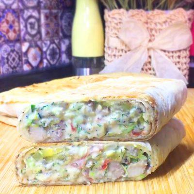 Шаурма с картошкой и курицей - рецепт с фото