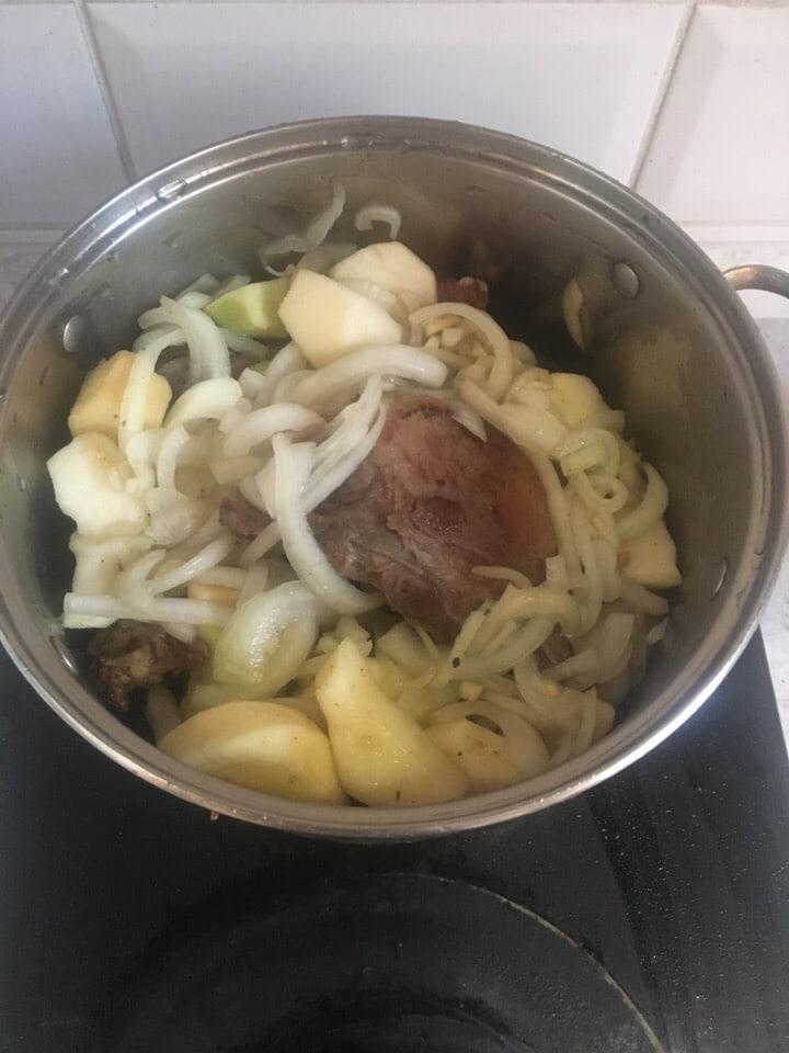 Фото рецепта - Утка, тушенная с яблоками - шаг 5