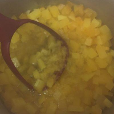 Фото рецепта - Рисовая каша с тыквой на молоке - шаг 5