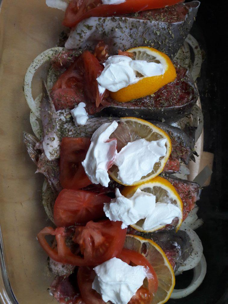 Фото рецепта - Запеченная Горбуша на луковой подушке - шаг 7