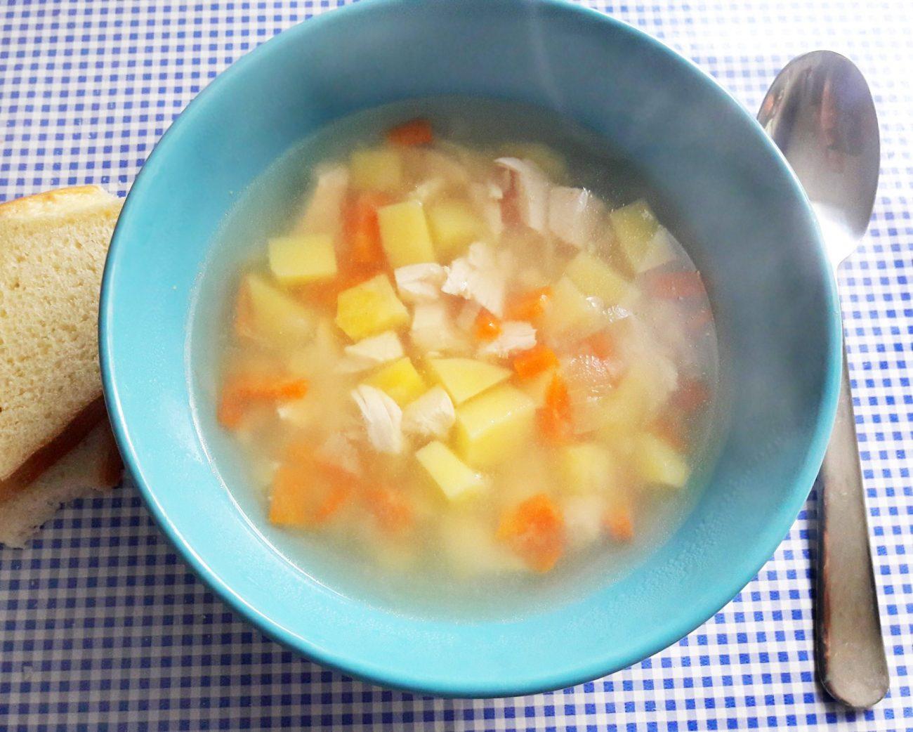 Легкий куриный супчик с овощами и макаронами