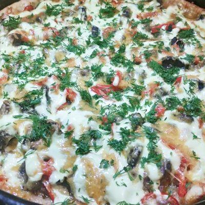 Домашняя пицца на дрожжевом тесте с фаршем и грибами - рецепт с фото