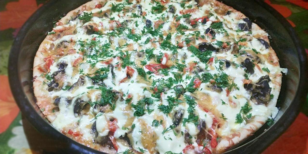 Домашняя пицца на дрожжевом тесте с фаршем и грибами