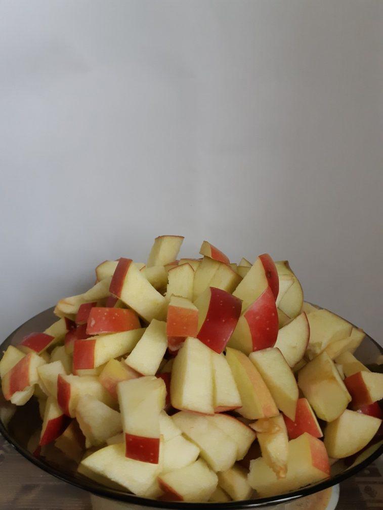 Фото рецепта - Жареные яблоки в карамели - шаг 2