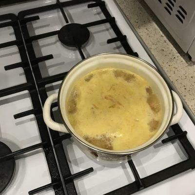Фото рецепта - Сливочный суп с горбушей и картофелем - шаг 3