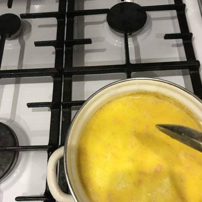 Фото рецепта - Сливочный суп с горбушей и картофелем - шаг 5