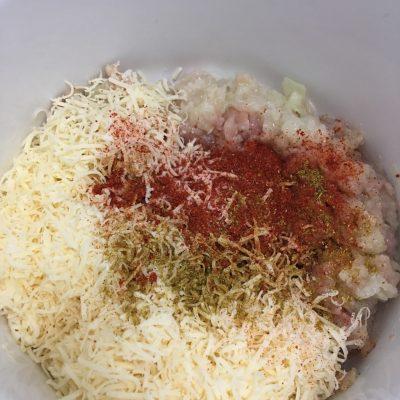Фото рецепта - Домашние куриные сосиски с сыром в пленке - шаг 4