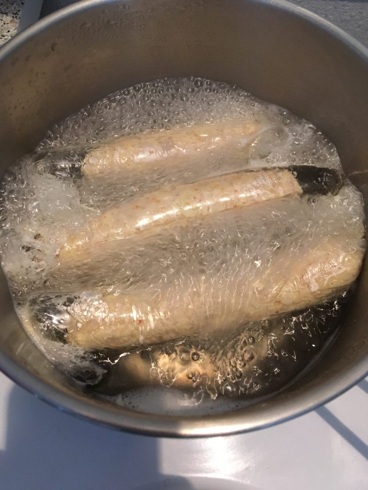 Фото рецепта - Домашние куриные сосиски с сыром в пленке - шаг 8