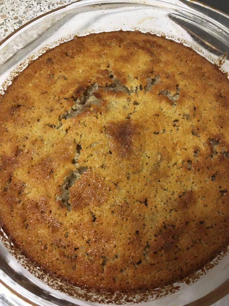 Фото рецепта - Манник на кефире с орешками - шаг 8