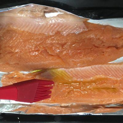 Фото рецепта - Лосось, запеченный в духовке в фольге - шаг 3