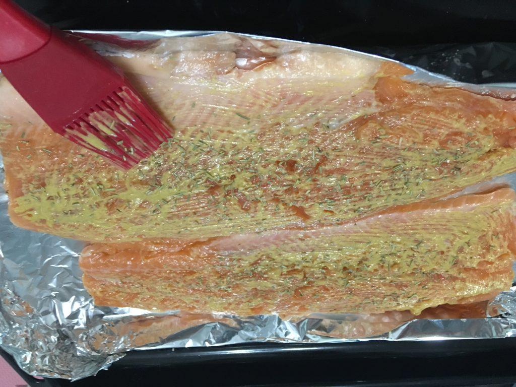Фото рецепта - Лосось, запеченный в духовке в фольге - шаг 4