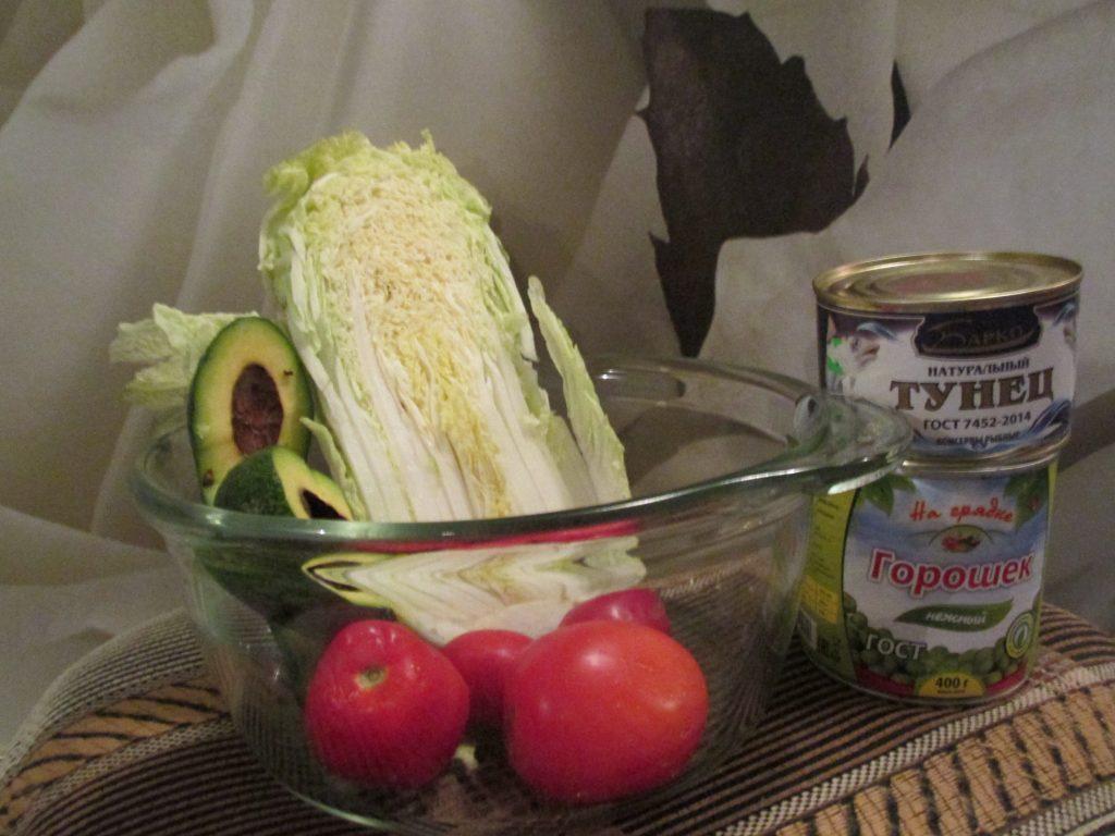 Фото рецепта - Салат с тунцом, авокадо и пекинской капустой - шаг 1