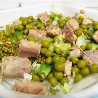 Салат с тунцом, авокадо и пекинской капустой - рецепт с фото