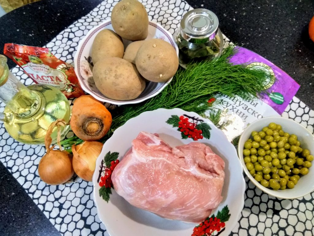 Фото рецепта - Рагу из свинины с картофелем и зеленым горошком - шаг 1