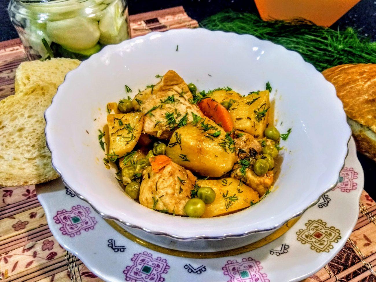 Рагу из свинины с картофелем и зеленым горошком