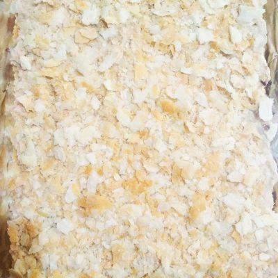 Праздничный пирог из коржей и рыбной консервы (без выпечки) - рецепт с фото