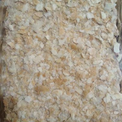 Фото рецепта - Праздничный пирог из коржей и рыбной консервы (без выпечки) - шаг 6