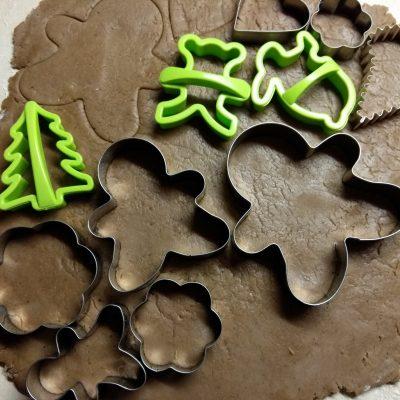 """Фото рецепта - Имбирное печенье """"Веселого Рождества"""" - шаг 5"""